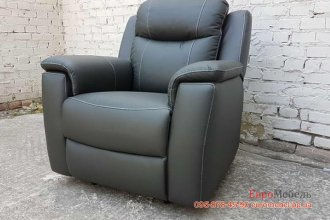 Кожаное кресло комната отдыха