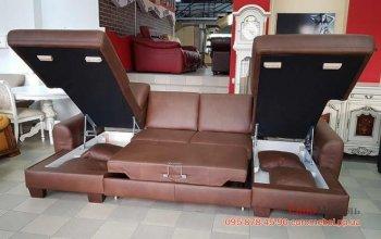 Кожаный раскладной диван с подушками